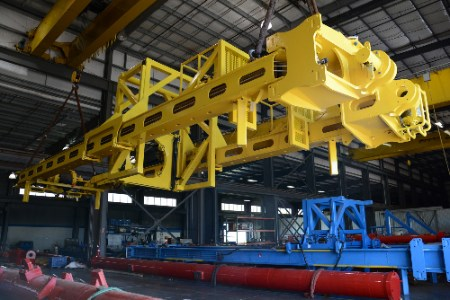 Logan Industries delivers 'skinny' coiled tubing lift frame in Trinidad