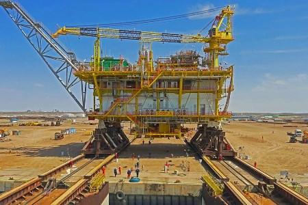 Mammoet completes load-out of platform's topside in Turkmenistan